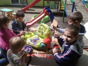 deca u dvorištu, privatni vrtić zmaj novi sad